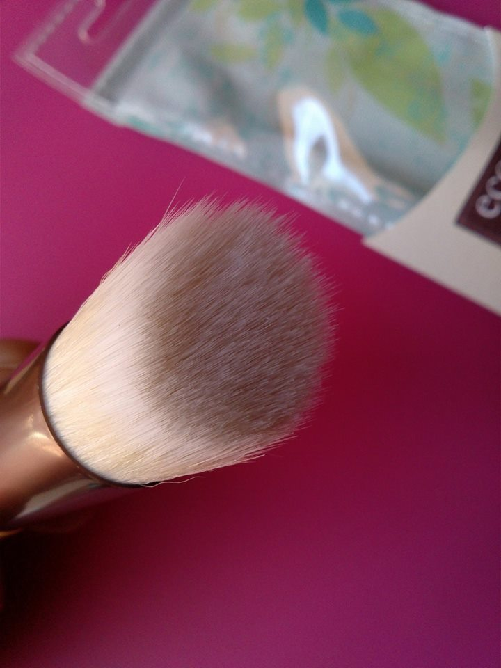 Skin-Perfecting-Brush-2