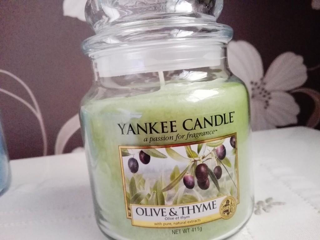 11-Candele-profumate-riviera-escape-Olive-&-thyme-10