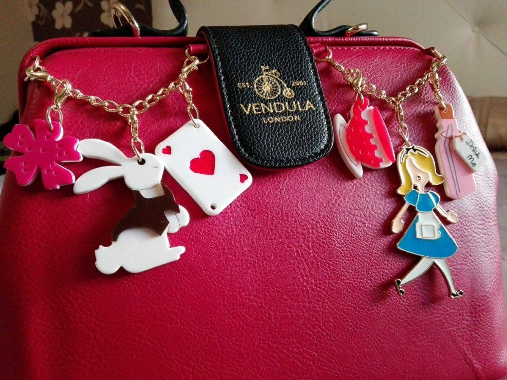 vendula-doctor-bag-alice-charm-10