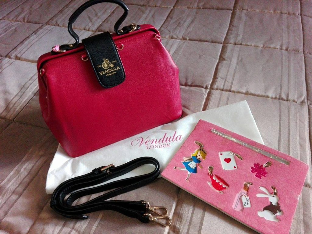 vendula-doctor-bag-alice-charm-5
