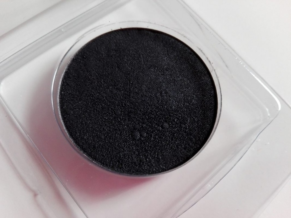 6-jslash-cosmetix-black-hole