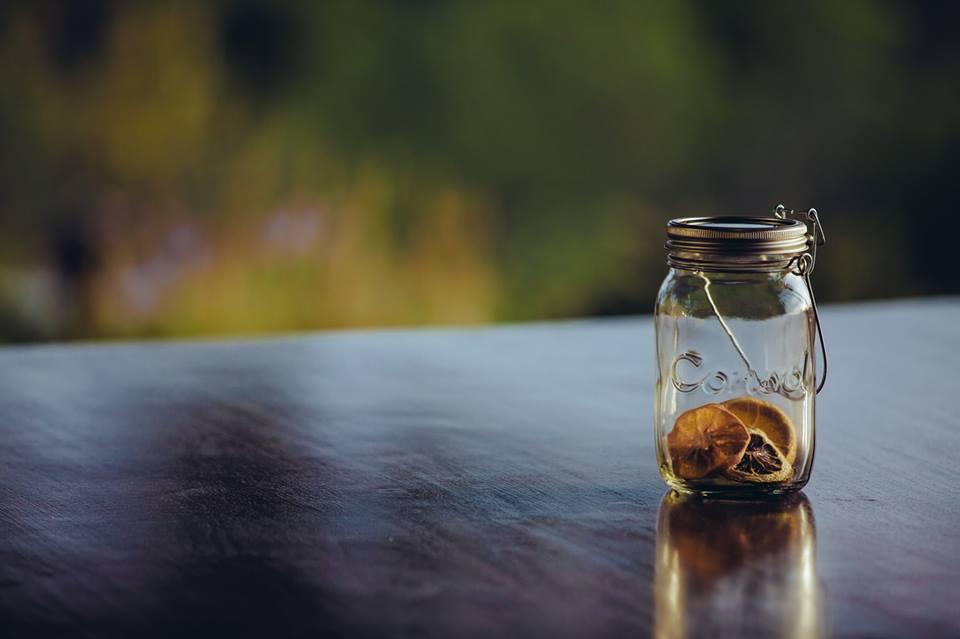 Decorare-il-giardino-con-Consol-solar-jar